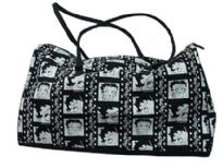 Betty Boop Film Duffel Bag with zipper. Made of fabric and double handle.