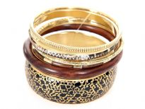 This beautifully designed 6 piece bangles set has wide cuff black with gold paint bangle, 1 wooden bangle & 4 thin bangles each having its own etched design. Can match with number of outfits any time of the day.