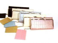 Metallic croco embossed Tri-fold Ladies Wallet has a metallic frame and a twist lock closure. Made of PU (polyurethane)