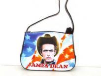 James Dean shoulder bag with zipper closure. Made with polyurethane and single strap.