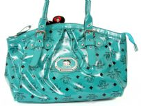 Betty Boop Licensed Handbag made with PU (polyurethane). With double handle and zipper closure.
