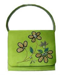 A demure, pretty bag for evening bag