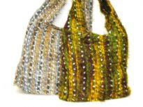 Woven handbag. Top zipper closing.