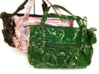 Croco embossed shining patent leather handbag with zipper pockets on the sides of the bag and also in the front. Bag has a top zipper closure and a double handle. Made of PU (polyurethane).